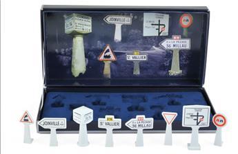 Boîte de 8 panneaux de signalisation