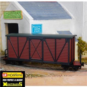 Wagon couvert marron pour chemin de fer de campagne