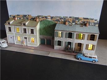 Fond de décor en relief 3 maisons + 2 garages