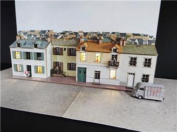 Fond de décor en relief 3 maisons + 1 en retrait
