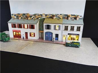 Fond de décor en relief 3 maisons + 2 commerces