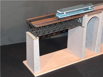 Viaduc métallique 1 travée droite sup 1 pilier interm pierres - PON010