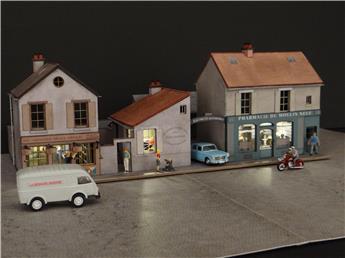 Alignement 3 maisons : 2 commerces 1 garage