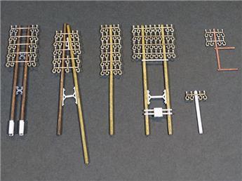 11 Poteaux télégraphiques bois + 2 Consoles murales métalliques + 4 Poteaux béton bas