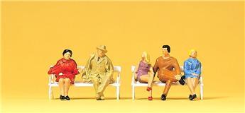 5 personnages assis sur 2 bancs - H0 - Preiser