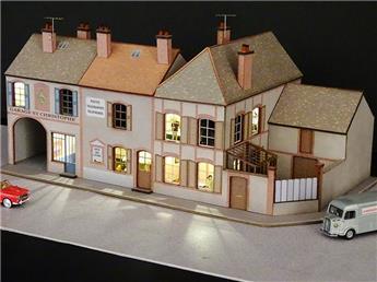 Alignement de 2 Maisons de Bourgogne 2 commerces angle à droite