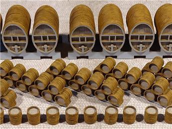 8 foudres + 6 empilements de 11 barriques + 17 barriques