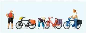 Cyclistes regonflant un pneu - H0 - Preiser